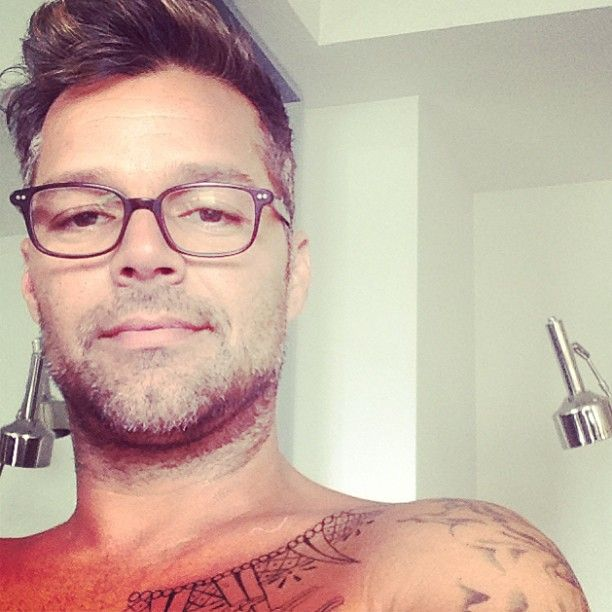 "Ricky Martin think the designers must hate themselves for having this opinion: ""Your voices are too powerful to be spreading so much hate. Wake up, it's 2015, love yourselves guys."""