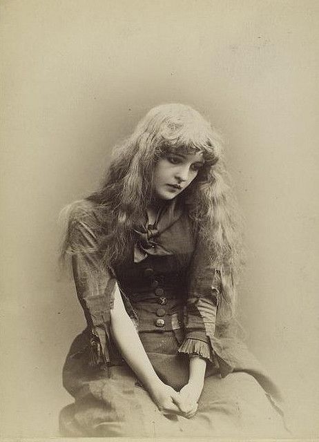Beautiful Victorian stage actress Belle Archer looking heartbreakingly blue in this lovely photograph of her in her youth.