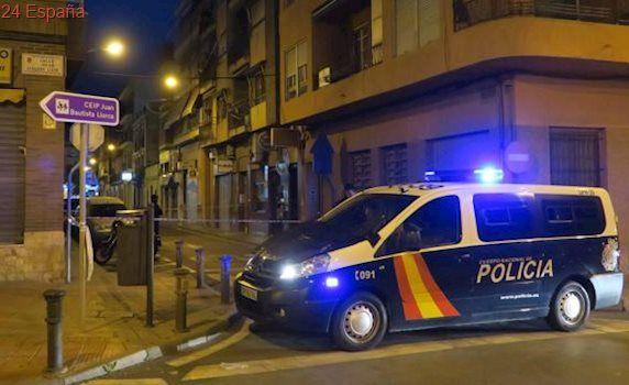 Un hombre, «muy grave» después de que otro le diera un puñetazo en un pub de Alicante