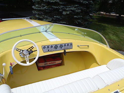 1968 Hornet 19 Bench Seat Hornet and was a Holman Moody powered 289 with a Volvo drive. This restoration took 3 years and everything was put back to original except for the power. This has a Mercruiser prototype 383 Scorpion with a Bravo drive.