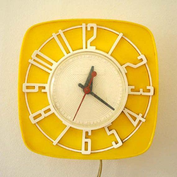 Love me some sweet yellow clocks