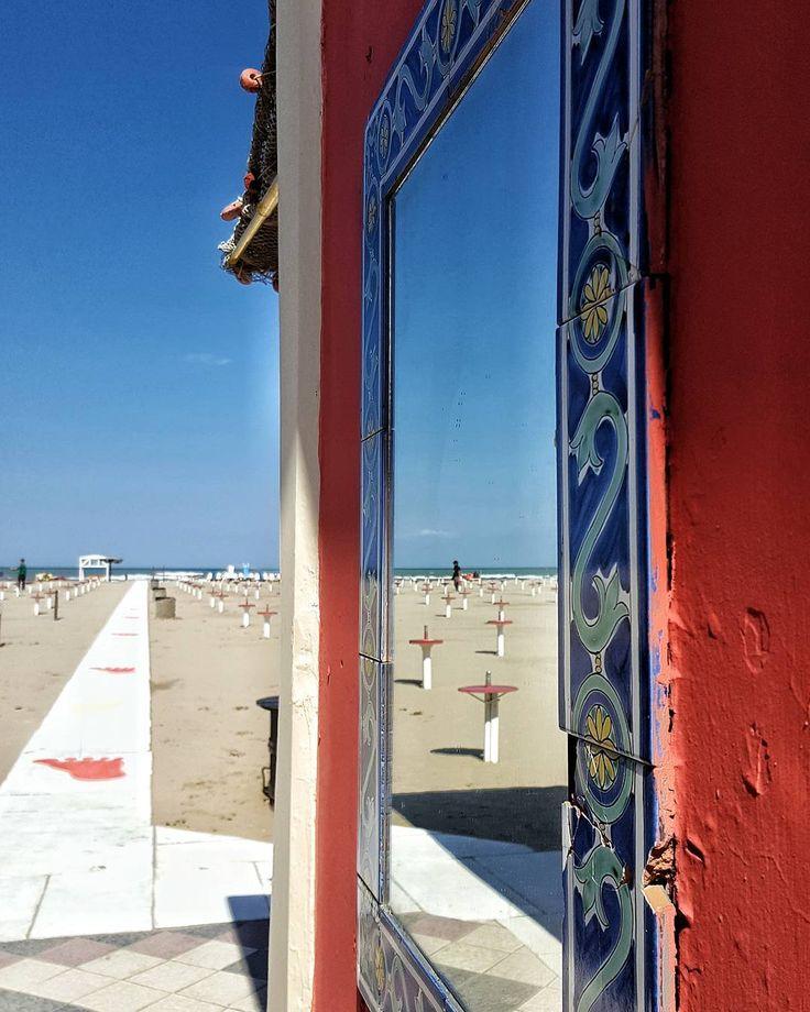 #rimini#emiliaromagna#italia#italy#mare#sea#spiaggia#beach#mirror#specchio#reflection#relax#sunnyday by zioignazio