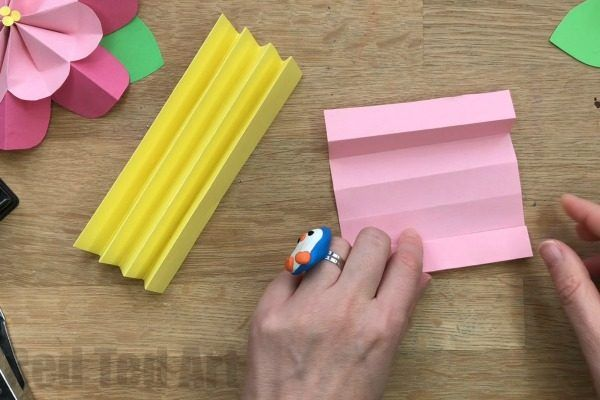 Super easy 3D Paper Flowers for Spring. These paper flowers are quick and easy to make and a great way to decorate for Spring and large spaces! Just gorgeous.