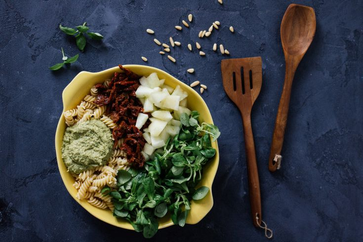 R43 Veganer Nudelsalat mit Erbsenpestp & Honigmelone
