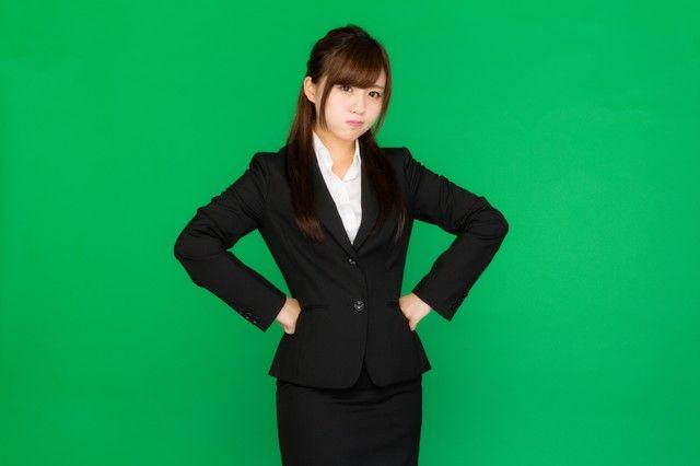 プンプンお怒りビジネス女子(グリーンバック)