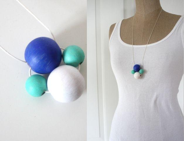 Holzketten - AprilBoten Halskette Holz grün weiß blau - ein Designerstück von Springinkerl bei DaWanda