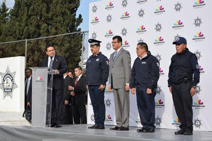 El gobernador reconoce el valor, compromiso y desempeño de 6 elementos de la Policía Michoacán; acude al pase de lista en el cuartel Valladolid – Morelia, Michoacán, 13 de marzo ...