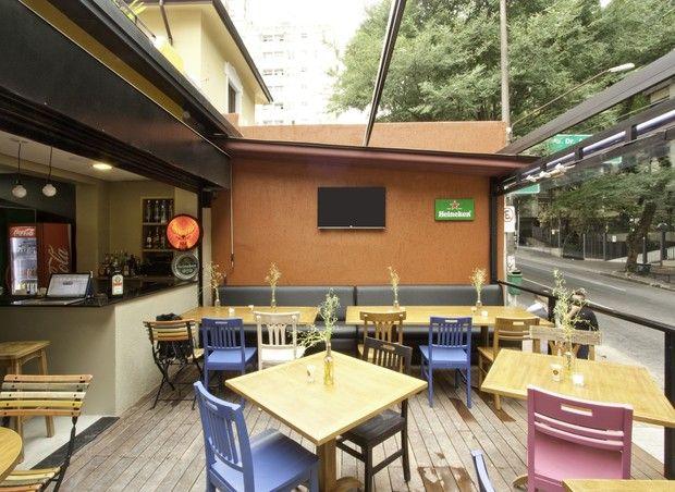 Com decoração colorida e despojada, hostel próximo à Paulista tem até solarium com grama e hortinha - hostel Bee.W