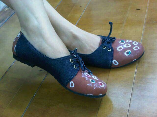 Paula Denim Jumputan   #SepatuBatik #BatikShoes #FlatBatikIndonesia #BatikIndonesia #madeinindonesia #outfitoftheday #HandmadeShoes #TokoRayyasti #BatikKawung #BatikMadura #BatikJumputan #BatikGarutan #BatikParang