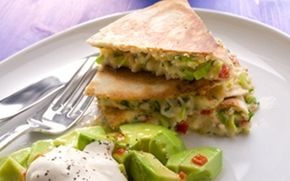 Kasvistortillat ja avokadosalaatti / Vegetarian tortillas and avocado salad