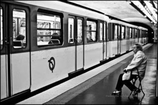 """Photo : """"Femme sur chaise pliante .jpg"""" par Rodolphe Sebbah dans l'album Subway / Métro - paris métro"""