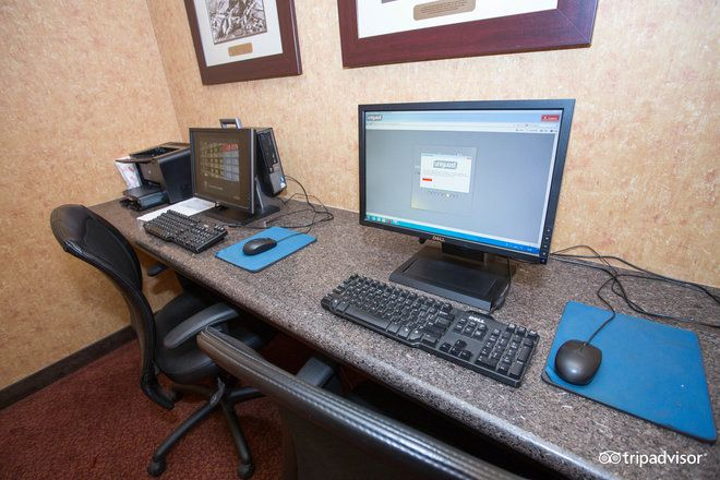 If you need to use a computer or printer while staying with us then look no further than our business center.  Located on the lobby level.