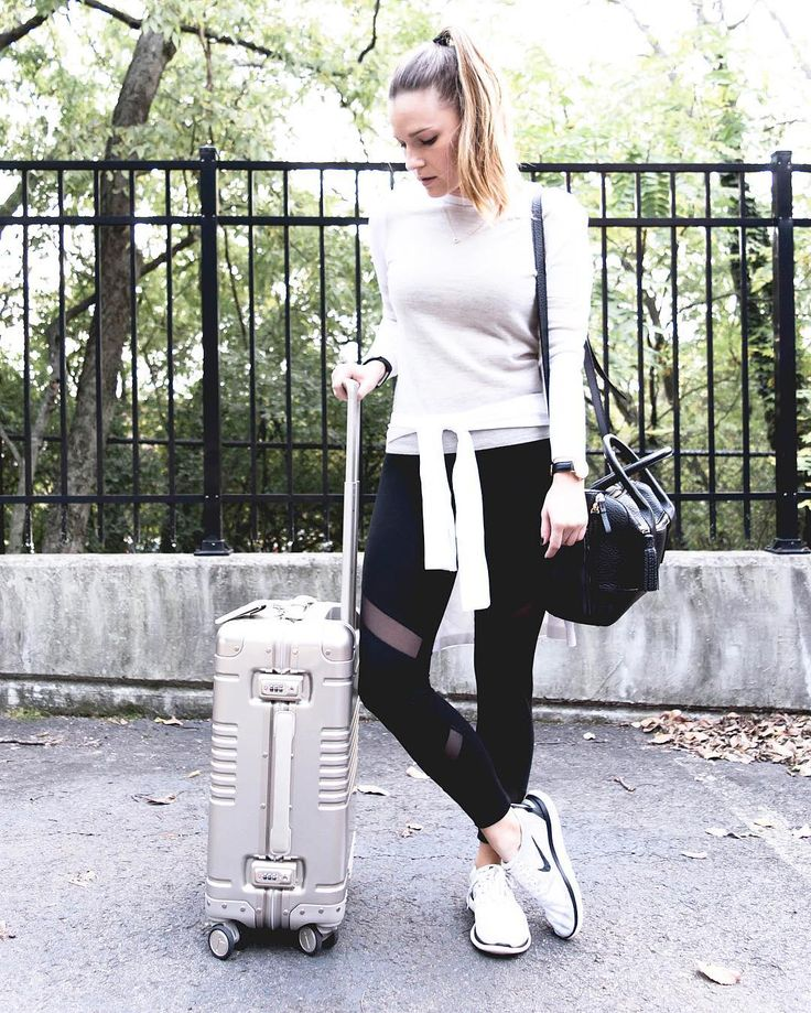 Getting ready to travel in style this holiday season with my @arloskye roller bag!! I am talking about PACKING WITH PURPOSE over on the blog today and sharing all of my favorite things to travel with! Head over to the link in my bio to read more! #newblog