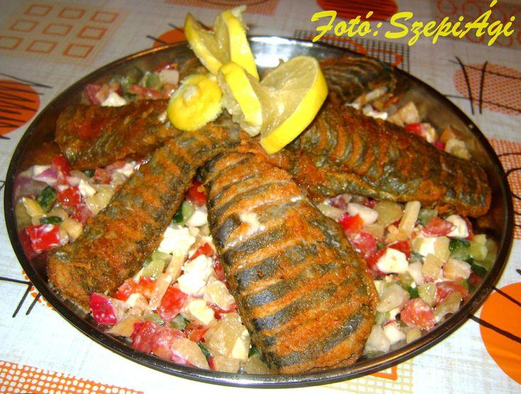 Pikáns sült hal friss zöldségekkel