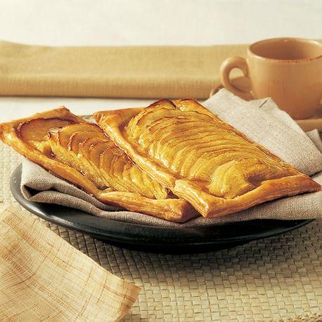 Pour 6 grillés  1 rouleau de pâte feuilletée 3 pommes 50 g de beurre fondu</li> 70 g de gelée de coings