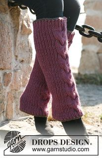 """Knitted DROPS leg warmers with rib, cable and crochet borders in """"Andes"""" or """"Eskimo"""". ~ DROPS Design"""