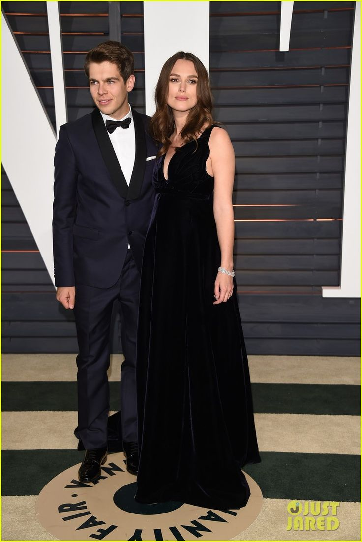 Keira Knightley Dresses Her Baby Bump in midnight blue  for Vanity Fair's Oscars 2015 Party   keira knightley oscars 2015 vanity fair party 07 - Photo