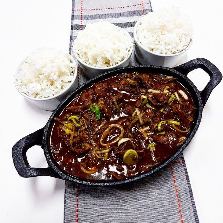 Det finns så mycket gott man kan göra av älgkött, här en strimlad biff med purjolök i en god sås som serveras tillsammans med ris.