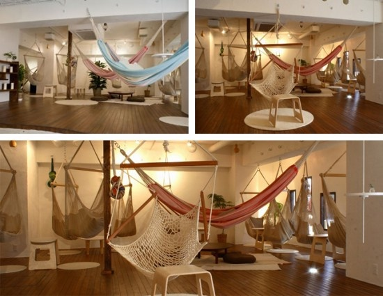 Hammock Cafe, located in the Kichijoji district of Tokyo, a place renowned for its chill-out atmosphere, Mahika Mano fits in just perfectly, with its hammocks hanging from the ceiling inviting passers-by to just sit back and enjoy a tasty drink. As soon as you walk in, the first thing that hits you is the absence of chairs, but as soon as you lay down in one of the hanging nets you start to wonder who ever got the crazy idea of using chairs, when hammocks are so much more comfy.