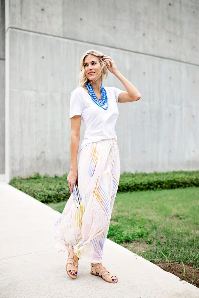 Summer maxi skirt outfit - this maxi skirt is versatile and is the perfect summer transition outfit. Click through for more on this summer outfit idea!