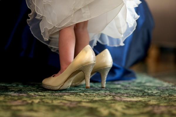 Cincinnati Wedding Photography Flower Girl in Bride's Shoes