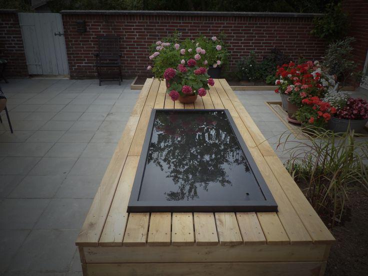 reflection pool, spejlbassin vand i haven giver liv