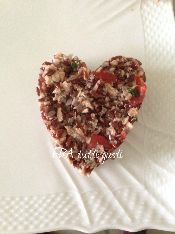 Riso rosso della Camargue con tonno, pomodorini e basilico