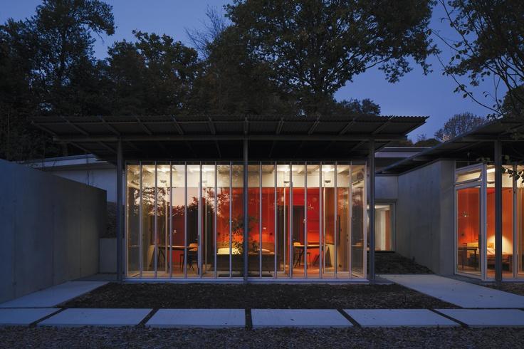 """Il luogo ideale per ritirarsi in preghiera, circondati dalle linee essenziali di un'opera architettonica - firmata da Renzo Piano - nata """"dall'ascolto"""" del luogo in cui è sorta."""