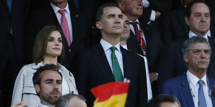 Era uno de los momentos más esperados. El himno nacional antes de la final de la Copa del Rey dejó división de opiniones, con numerosos pitos por parte de la hinchada del Bar&cced