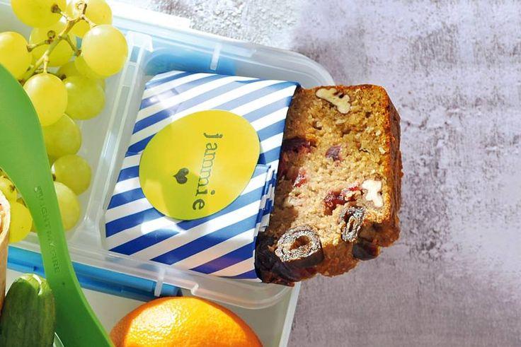 Kijk wat een lekker recept ik heb gevonden op Allerhande! Ontbijtcake met noten en banaan