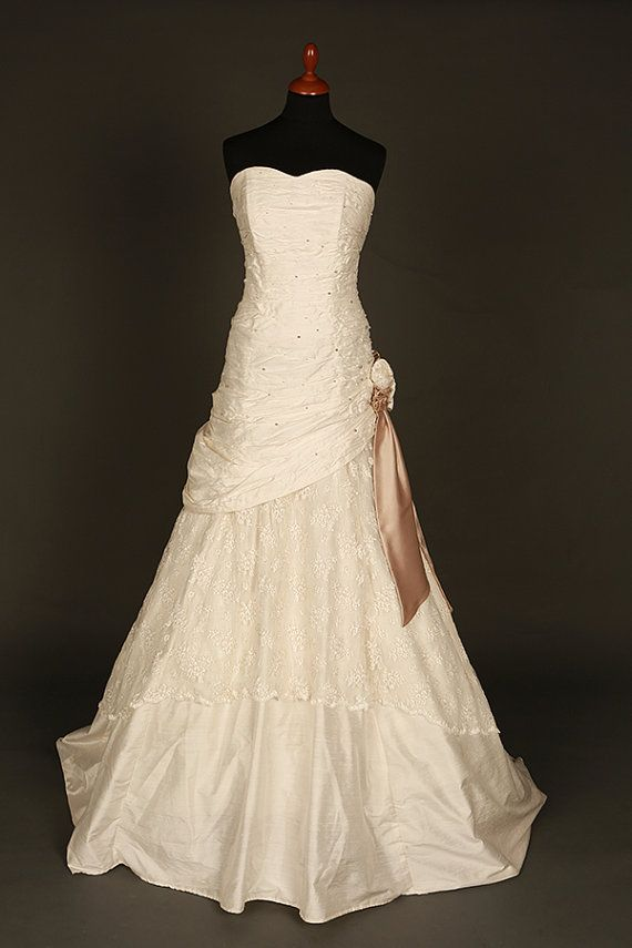 Hey, I found this really awesome Etsy listing at https://www.etsy.com/listing/276773052/ivory-and-coffee-wedding-dress-lace-and