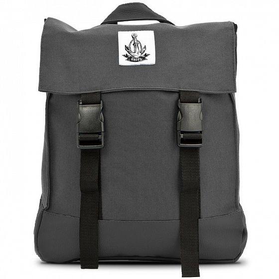 Компактный рюкзак, выполненный в духе классических школьных ранцев, станет отличным спутником в Ваших будущих приключениях. Яркие цвета будут отлично смотреться на улицах города, а оптимальный размер и небольшие кармашки позволят взять с собой всё самое необходимое. <br />