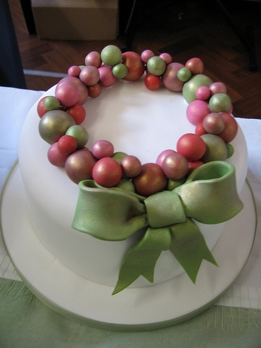 Bauble ring cake