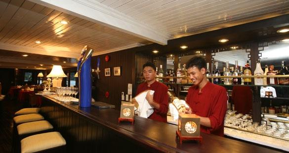 Bhaya Classic Cruise - Restaurant & bar