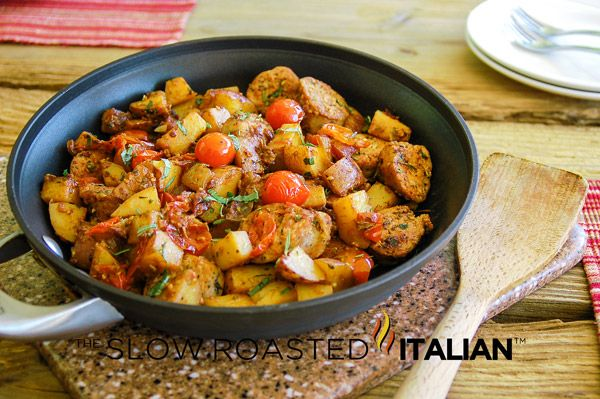 Easy One Skillet Meal: Hearty Italian Sausage and Potatoes #recipe #30minutemeal
