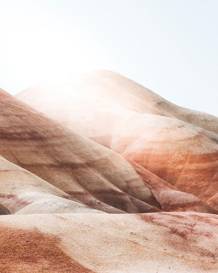 "945 Likes, 22 Comments - BRANDON JENNINGS (@namesnotmark) on Instagram: ""First light in Painted Hills 🤘🏼 . . . . . #worldexplorermag #vscogrid #livewashington #theoutbound…"""