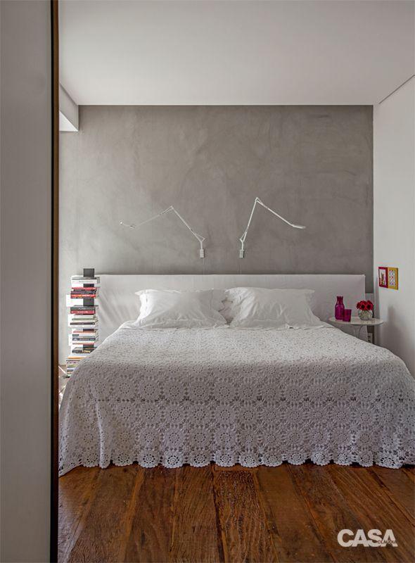 Apartamento é bem iluminado e decorado com tons alegres - Casa