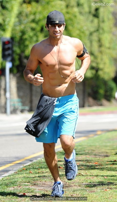 Justin Bird from u2018Millionaire Matchmakeru2019 doing his exercise outdoors in Santa Monica See More Pic. http://www.icelebz.com/events/justin_bird_from_millionaire_matchmaker_doing_his_exercise_outdoors_in_santa_monica/