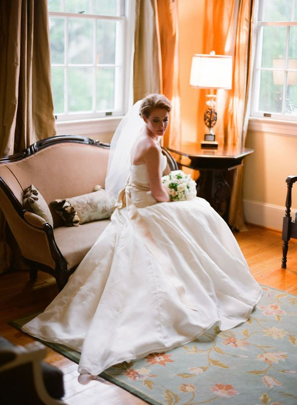 bridal portrait- like pose- but bride is not positioned correctly in the natural light