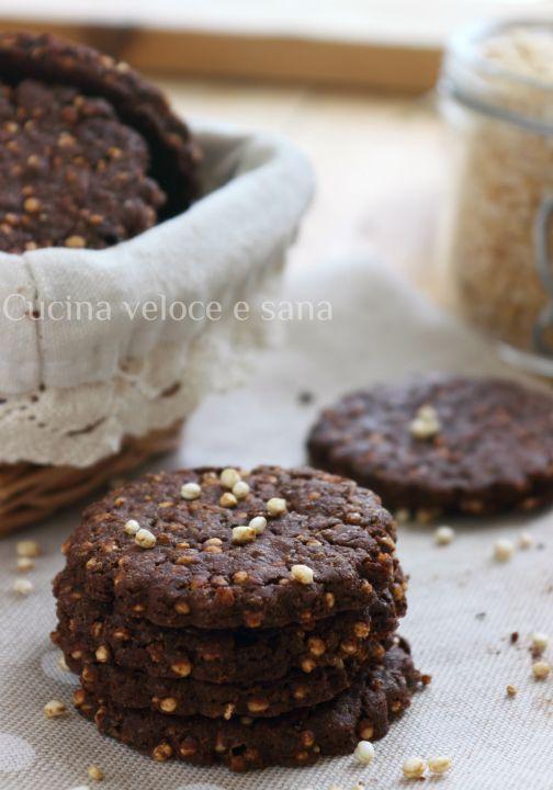 biscotti al cioccolato e quinoa soffiata