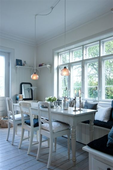 Nordisk hygge møder afslappet new england -. Built in benches and everything