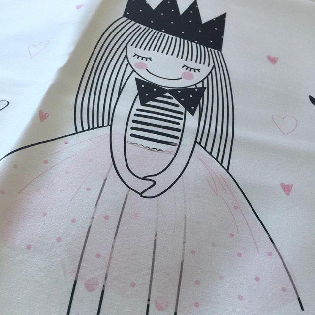 Mała księżniczka już spi na satynie #satyna #fabric #newfabric #rudamama