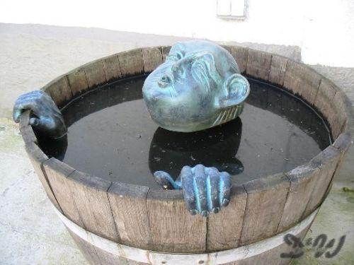 WASSERSPEIER TROLL KOPF & HÄNDE & PUMPE Deko Figur Garten Skulptur Teich Wasser