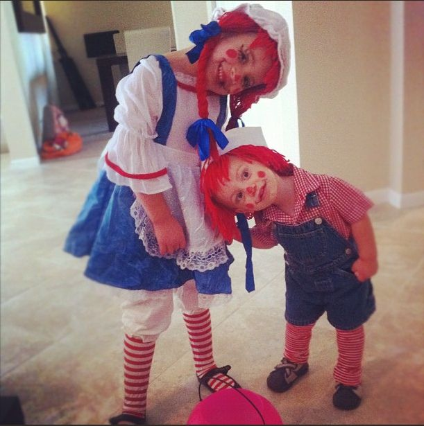 Raggedy Ann and Andy costume DIY for Halloween… it's super easy!