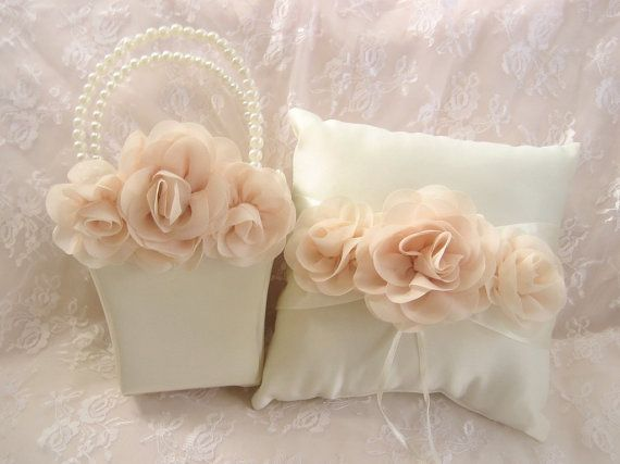 Blush rosa fiore ragazza cesto e anello di nanarosedesigns su Etsy