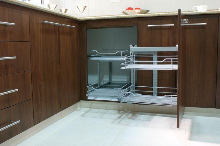 Cocina - Entrepuentes. Mueble inferior con herraje especial - Esquina Mágica.