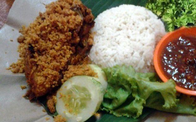Daging ayam sangat lezat dimasak apapun, kali ini yuk masak ayam tulang lunak lengkap dengan kremes yang merupakan resep tradisional yang lezat. Resep ayam