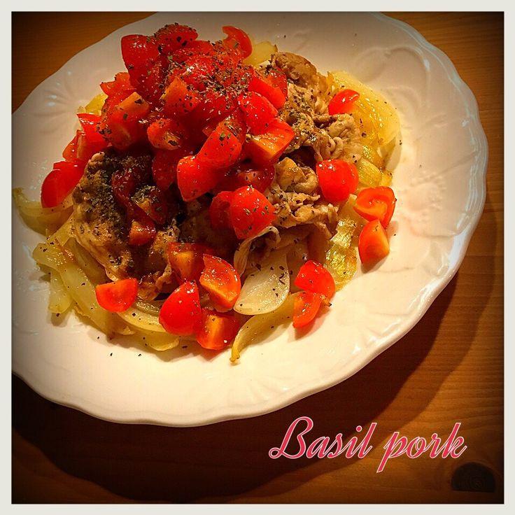 Tomoko Ito's dish photo バジルポーク | http://snapdish.co #SnapDish #レシピ #おつまみ #肉料理 #野菜料理 #簡単料理 #焼く/炒め物