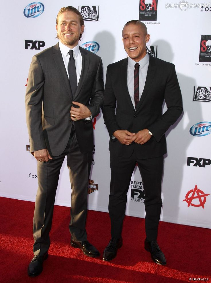 theo rossi and Charlie hunnam | Charlie Hunnam, Theo Rossi - Premiere de 'Sons Of Anarchy Season 6' a ...