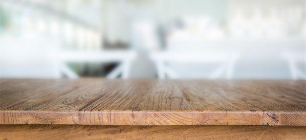 mesa de madeira com fundo desfocado Foto gratuita